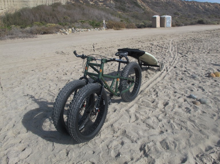 Rungu fat-trike puts a lot o' rubber on loose terrain